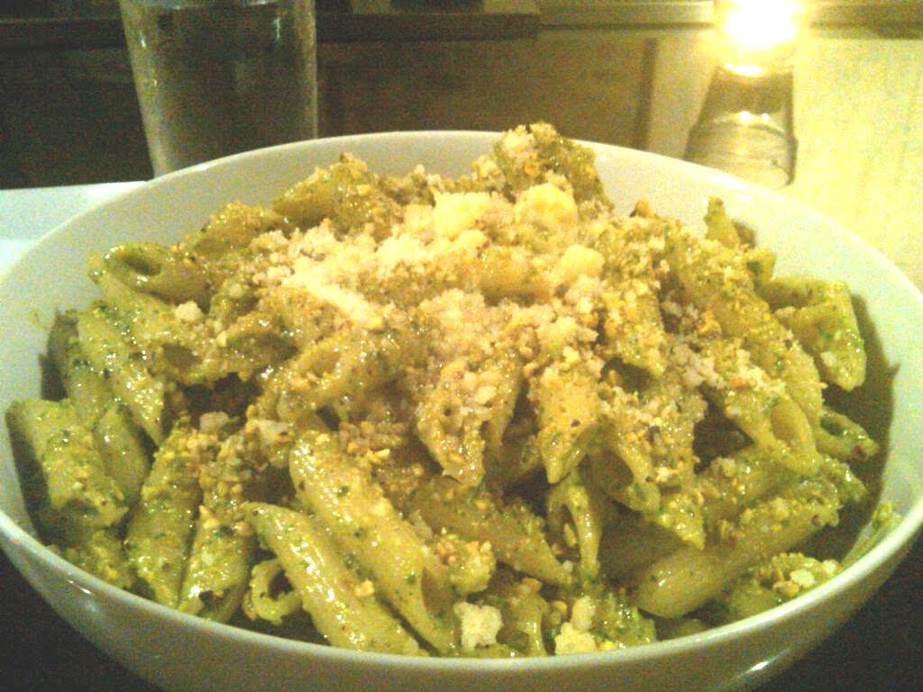 Penne with arugula and pistachio pesto