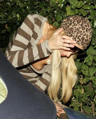 Paris Hilton — blote tepel