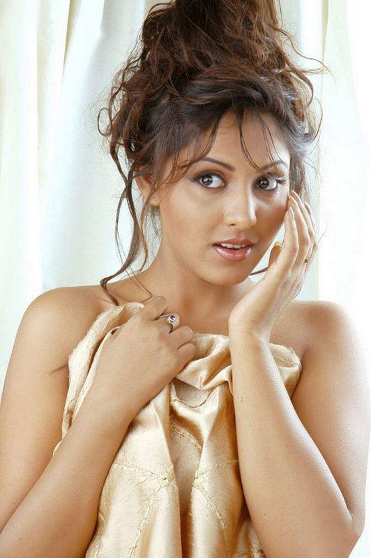 Madhu Shalini Hot Actress