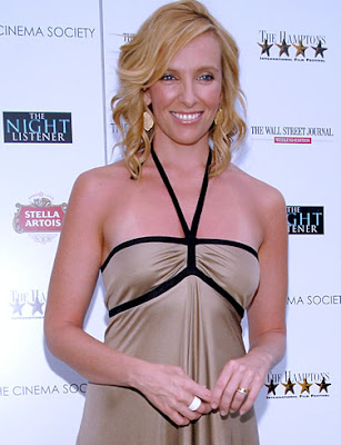 Toni Collette Wins Comedy Actress Award
