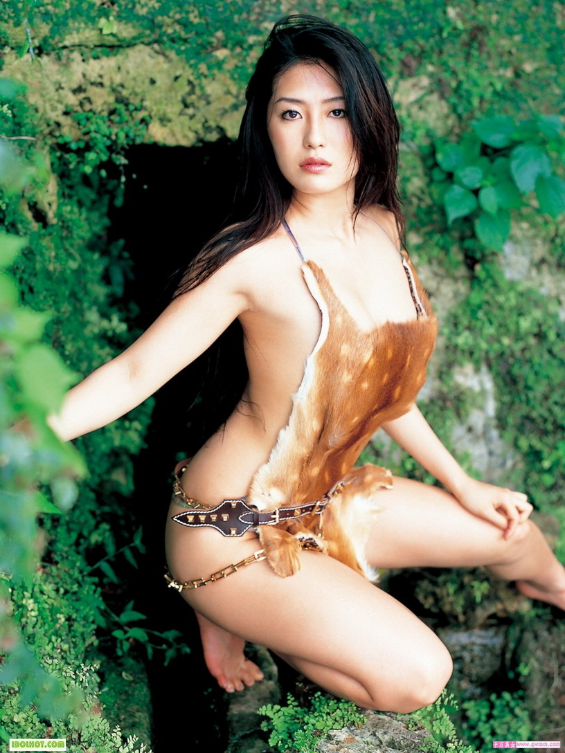 Indonesian bikini models bring