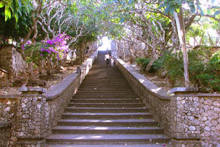 uluwatu temple, uluwatu temple entrance