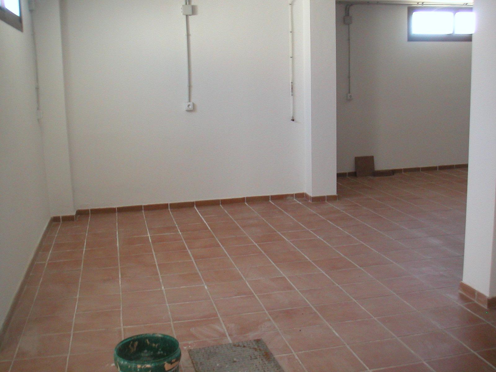 Enfoscado de mortero de cemento acabado chafado with for Baldosas para garaje