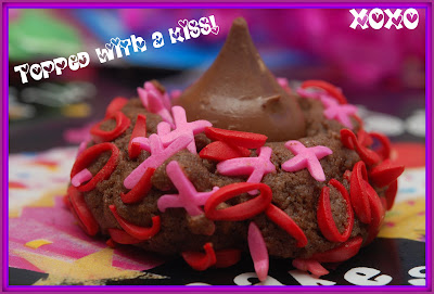 VALENTINE KISS COOKIES - Hugs and Cookies XOXO