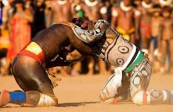 Índios lutando