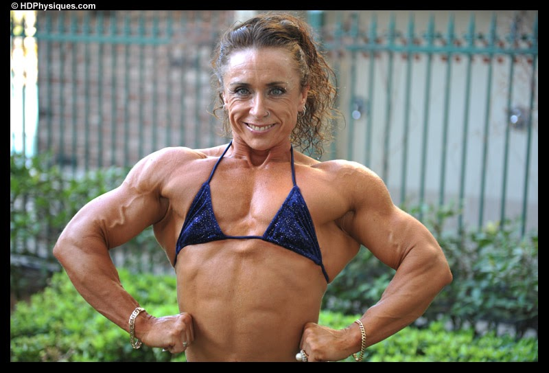 World Wide Body Buider: Treacy Kiely Showing Off Her Muscles