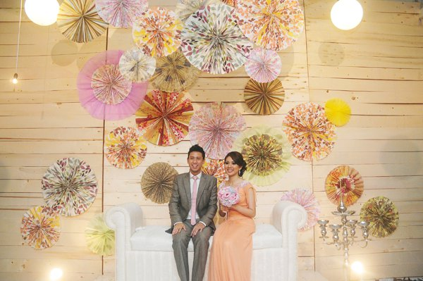 I Totally This Pelamin Its So Unique And Simple Colourful Absolutely Adore The Creative Use Of Origami Spinwheels In Multishades Hues
