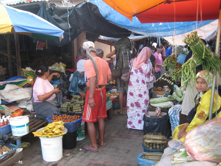 Early morning market in Semporna