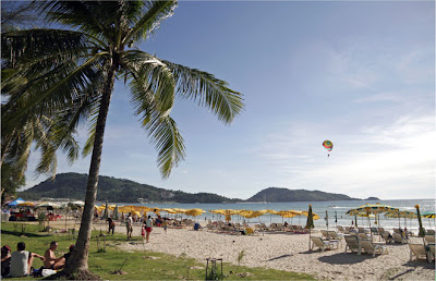 Sunny day at Patong Beach, 11th April 2009