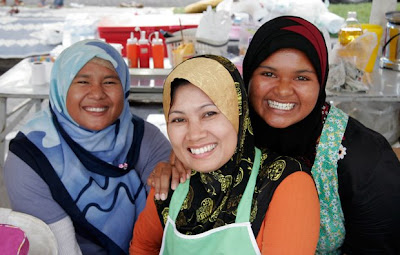 Smiling Muslim Ladies in Phuket