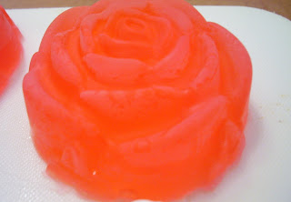 Défi de savons en couleurs et en photos. - Page 3 Savon+rouge