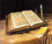 Bodegón con una Biblia en una mesa y una vela. Derechos: Arts of Fairies, Inc.