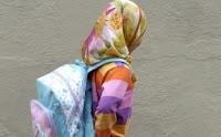 Nena amb vel islàmic. Font: La Vanguardia