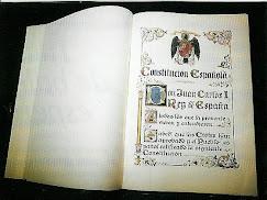 El  Escudo  y la Constitución