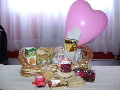 Para el Día de San Valentín un regalo muy original. Canasta con