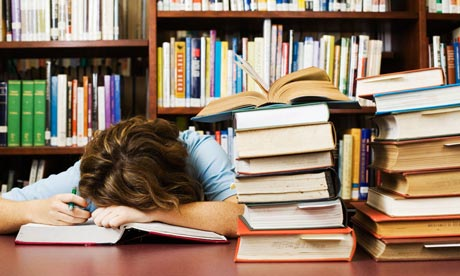 http://4.bp.blogspot.com/_Be-ERPtir0I/SwthjB9ioZI/AAAAAAAAALc/II8Difb7gh8/s1600/Woman-asleep-with-books-002.jpg