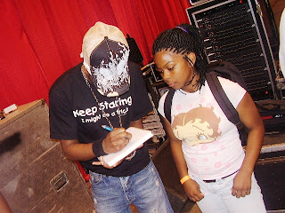 Out town out 455 17th annual missouri black expo at americas nikko signed an autograph for a fan thecheapjerseys Images