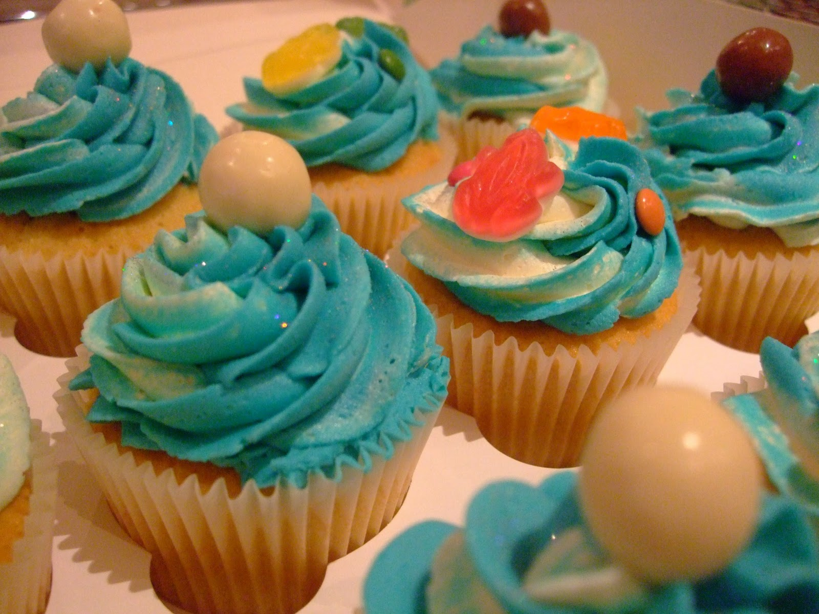 Cute Cupcakes For Boys Birthday http://colourfulcupcakes-newbury.blogspot.com/2010/11/birthday-boy-blue-cupcakes.html
