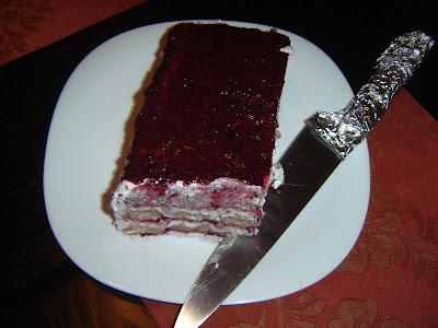 Tort tiramisu cu fructe de padure
