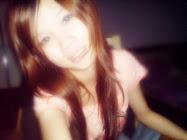 我的笑永远都酱假的~因为我的笑容早已失去了