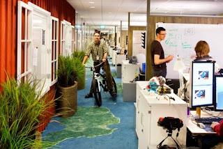 Fotos de las oficinas de Google y Facebook