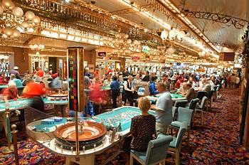 Four queens casino restaurants