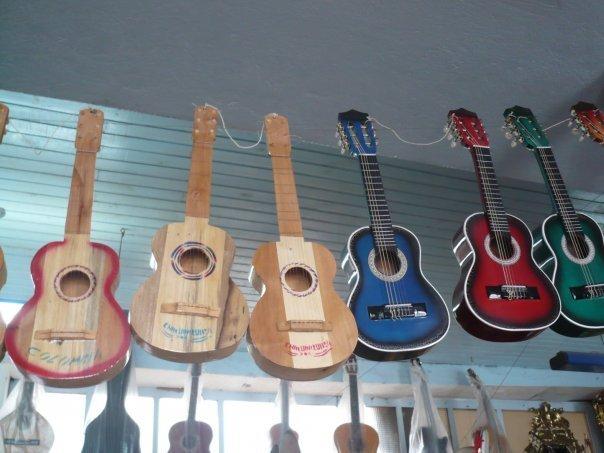 Tiples, bandolas y Guitarras