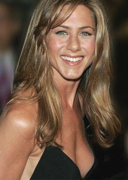 Aniston mulls becoming a nun
