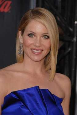 Christina Applegate Donates Ribbon Roses