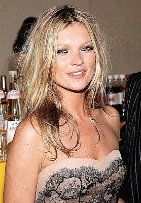 Kate Moss to throw pregnancy party