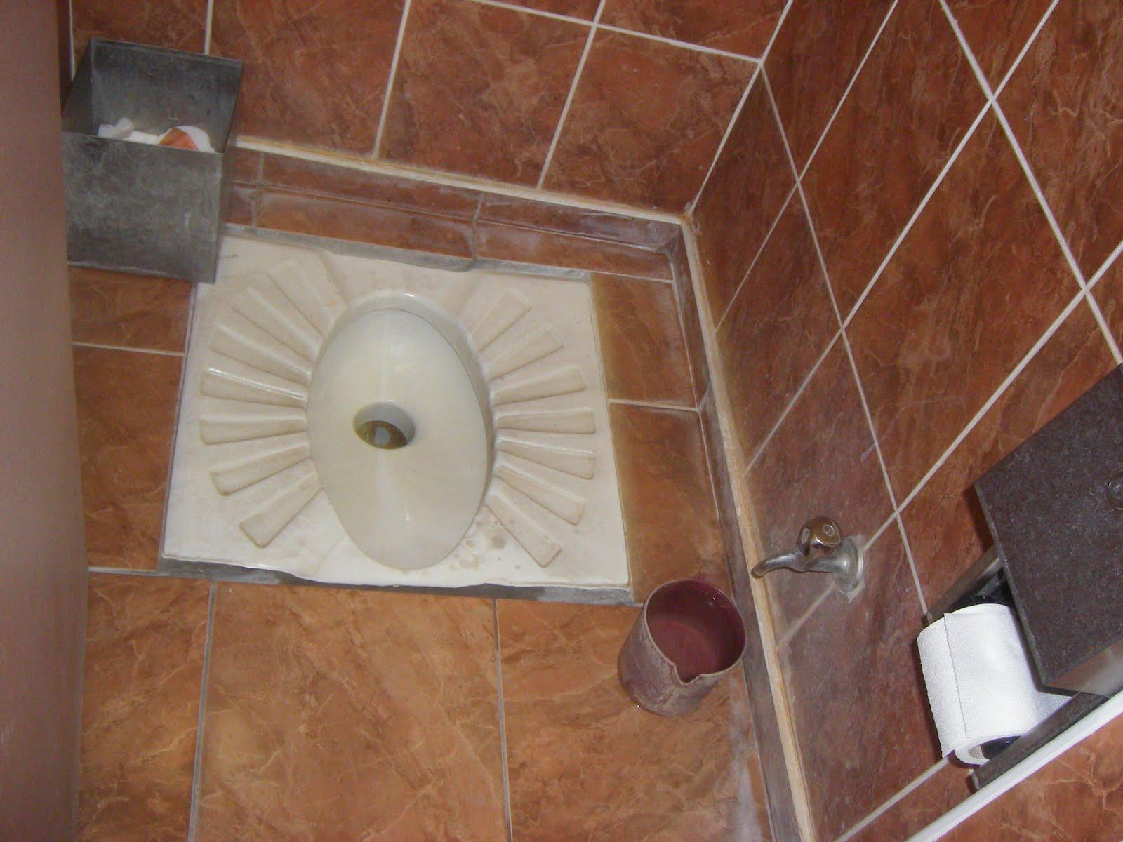 Vida na turquia e outras cositas mas toilets a la turca - Como son los banos turcos ...