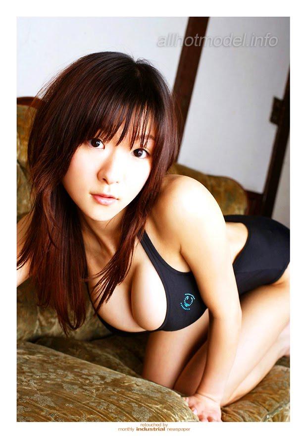 Busty Swimsuit Model Mizuki Horii