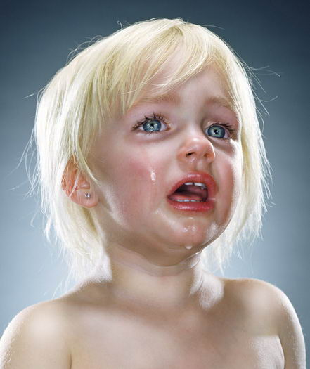 ver sad cute baby girl boy crying photos 01