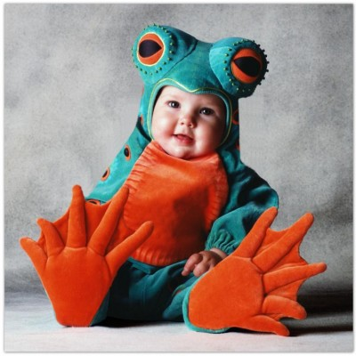Cute baby like frog dressing picture