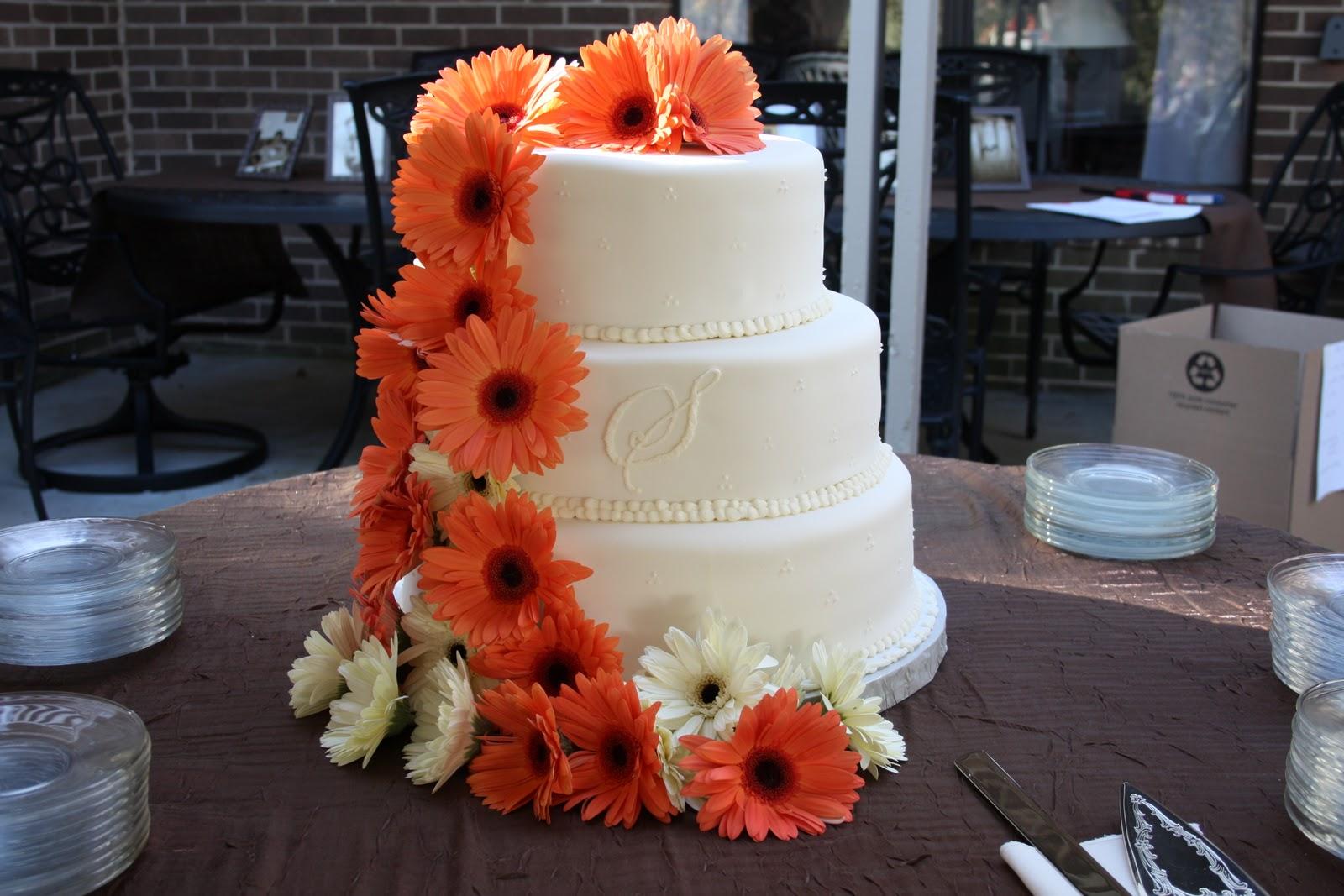 Holly s Sweet Hobby Gerbera Daisy Wedding Cake