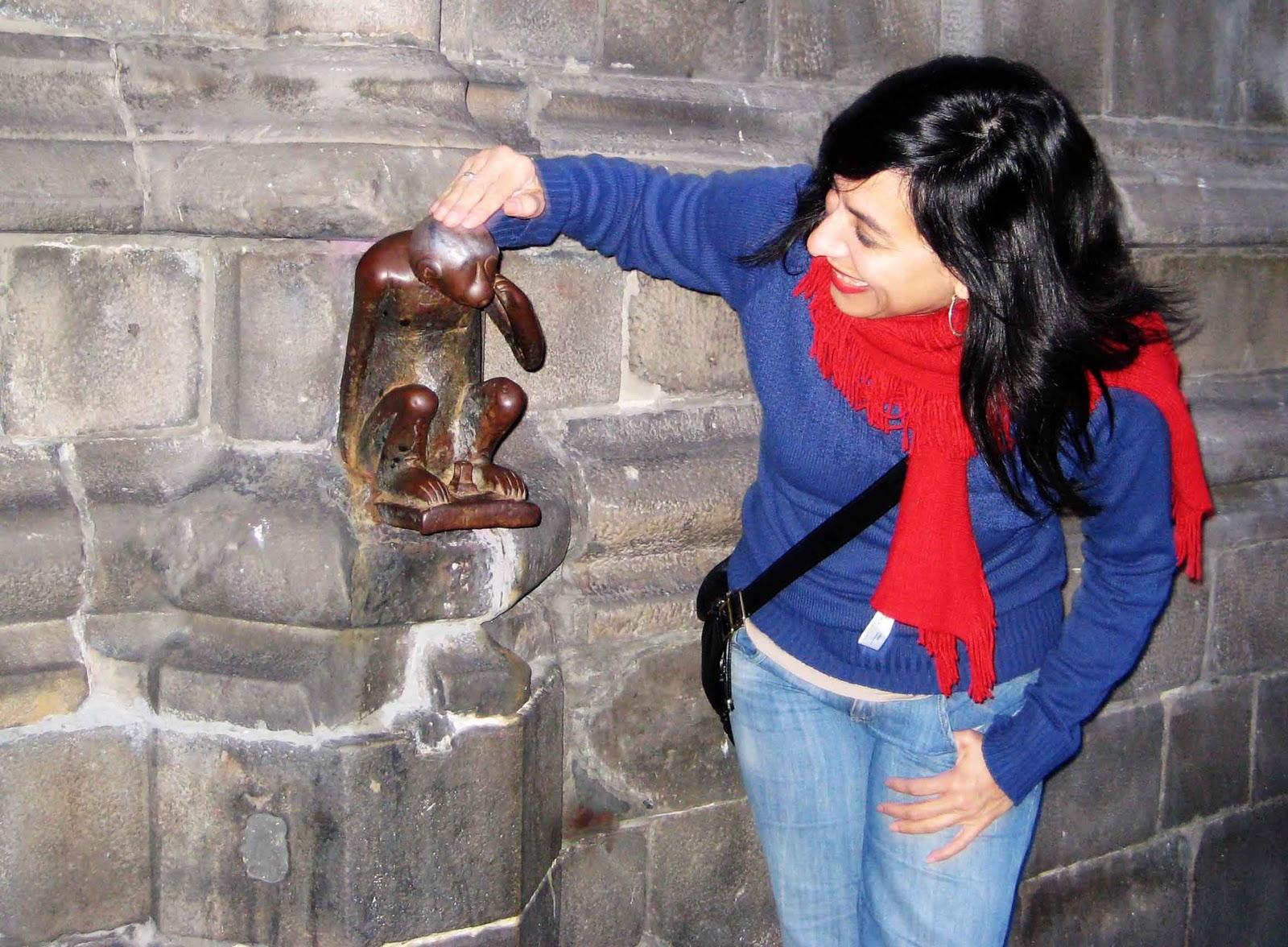 Para atraer la suerte toca la escultura del mono mons - Atraer la suerte ...