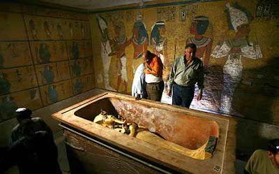 http://4.bp.blogspot.com/_Bp6f5gACNDg/SvoretsBmsI/AAAAAAAAFMI/m6LF0uvQTlU/s400/KeSimpulan+Laporan+Penelitian+Renovasi+Makam+Tutankhamun+di+Lembah+Para+Raja+2.jpg