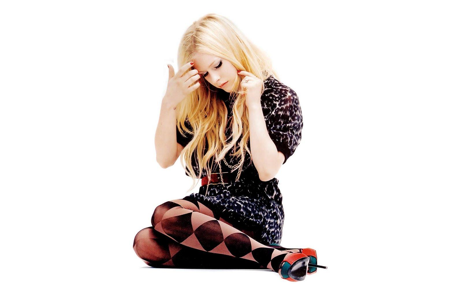 http://4.bp.blogspot.com/_BpAoKRSdVjQ/TK3T8M6o7AI/AAAAAAAAB1s/t70pwVMSkNc/s1600/Avril_Lavigne_singer.jpg