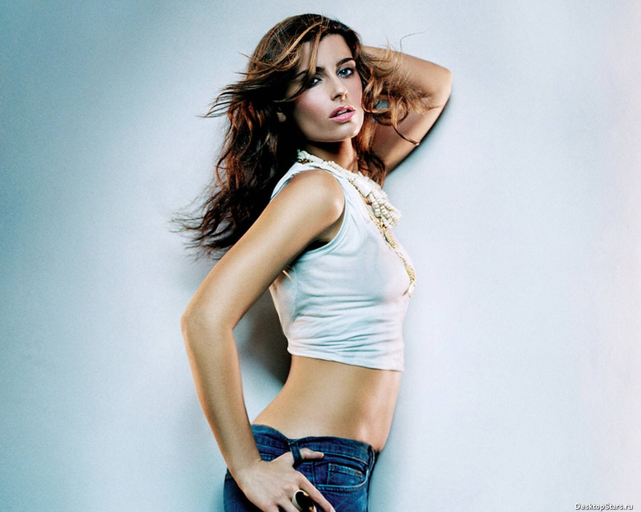 http://4.bp.blogspot.com/_BpAoKRSdVjQ/TK3eSjFex2I/AAAAAAAAB20/nbHM97DiPrM/s1600/Nelly-Furtado-celebrity.jpg