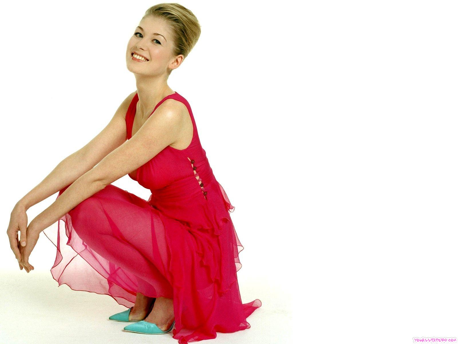 Rosamund Pike | ecowallpapers