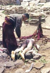 10 Adat Tradisi Paling Aneh dan Mengerikan Yang Pernah Ada di Dunia