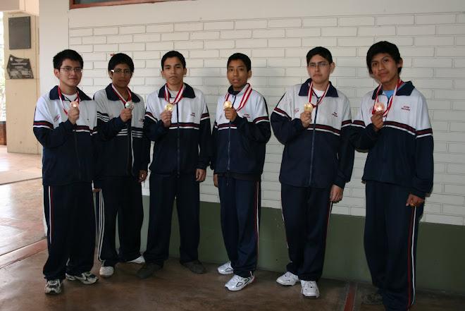 CAMPEONES OLIMPICOS III OLIMPIADA PERUANA DE BIOLOGIA 2008 GANAMOS 6 MEDALLAS.