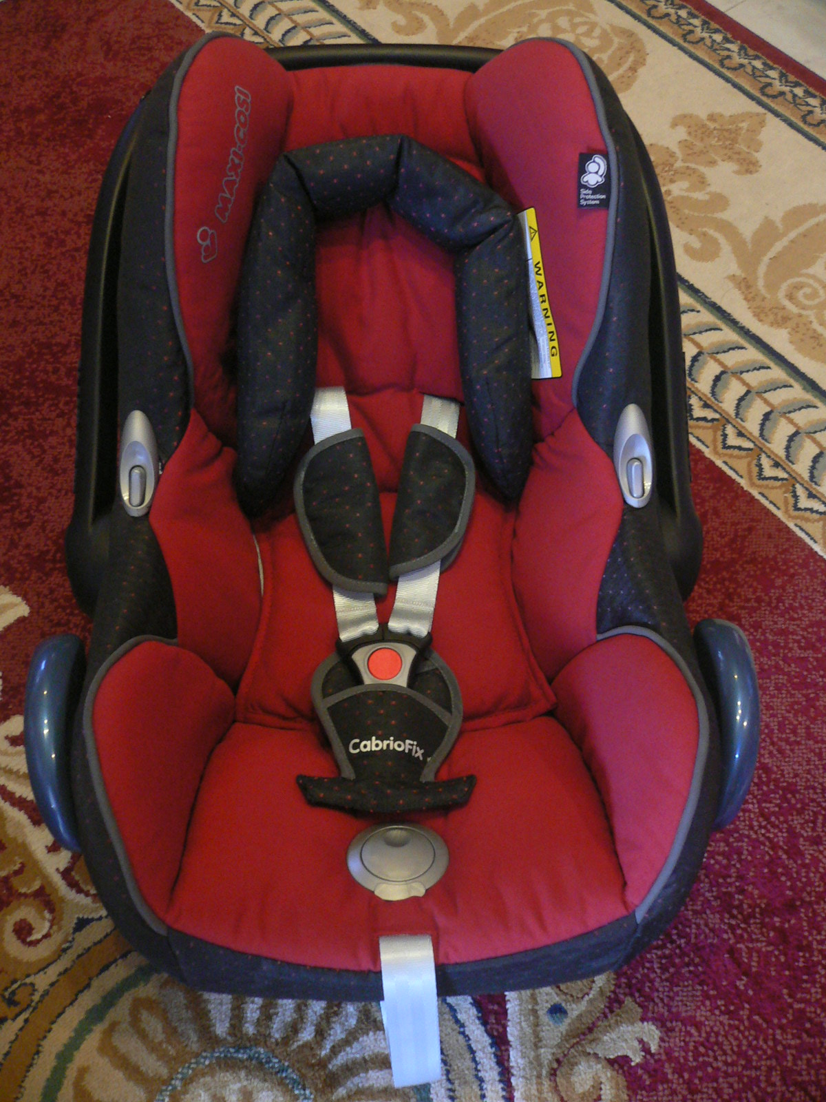 yaz very own strollers safe haven maxi cosi cabrio tango red 09 2010. Black Bedroom Furniture Sets. Home Design Ideas