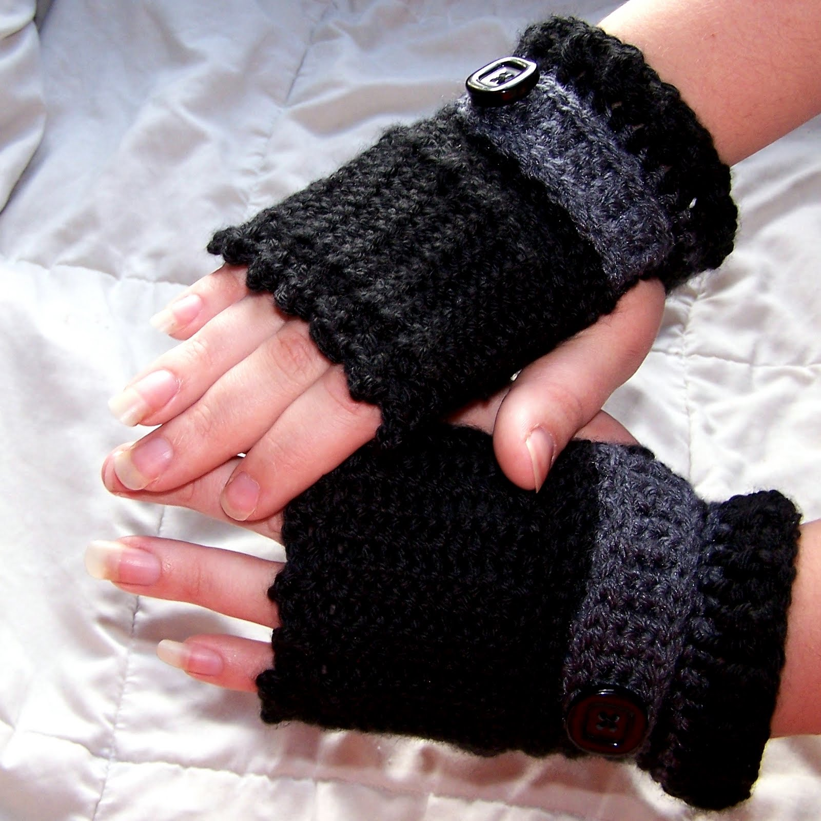 Hooked On Yarn: Showcase of Fingerless Gloves