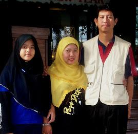 gambar penulis dan keluarga
