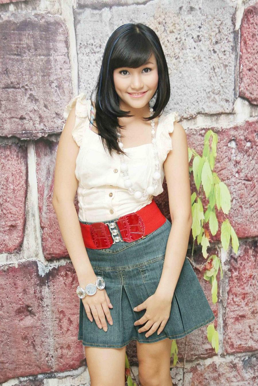 INDONESIA GIRLS : FOTO MODEL ROK MINI DAN UCANSEE