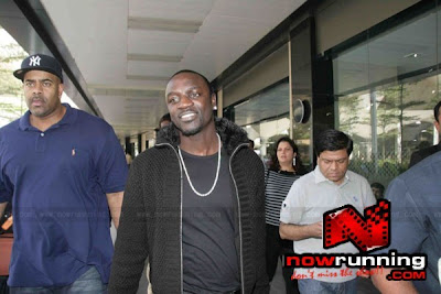 Singer Akon arrives in Mumbai