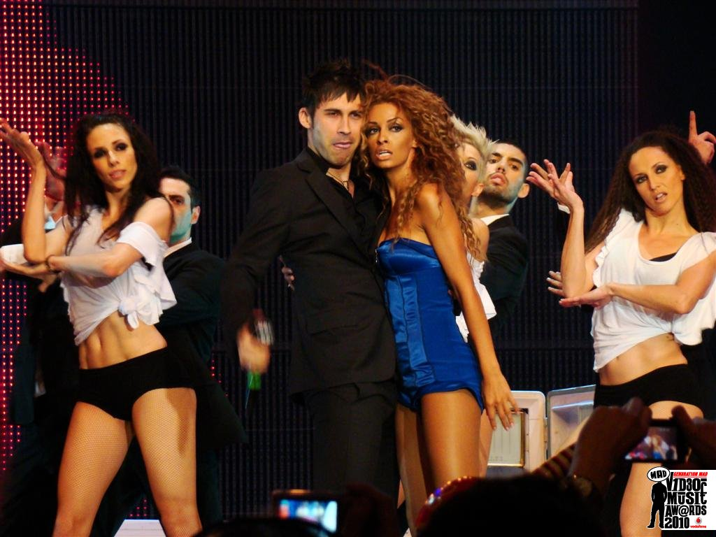 MAD VIDEO MUSIC AWARDS 2010 DAN BALAN  FEAT  ΦΟΥΡΕΪΡΑ - CHICA BOMB N.M.S. (ALPHA)