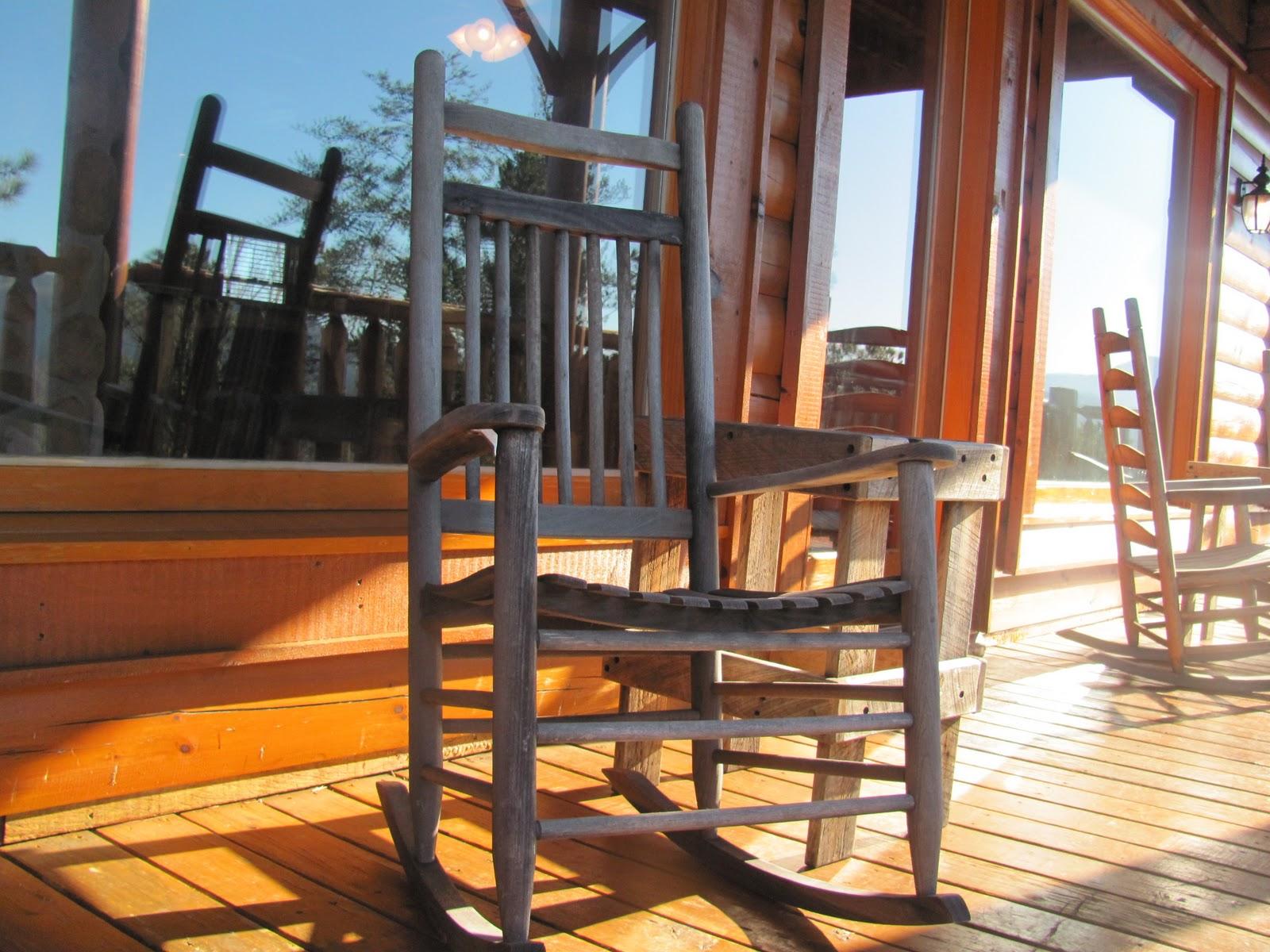para mostrar que deliciaaaa essa casa!!! A varanda com cadeiras de  #AE651D 1600x1200