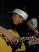 Tomshiito Tocando La Guitarra :3